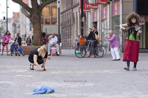 48 Stunden  Neukölln, Juni 2014. Performance mit Butoh Kicks.